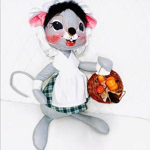 Rare Large Vintage 1990 ANNALEE Doll Thanksgiving pioneer woman Pilgrim Mouse